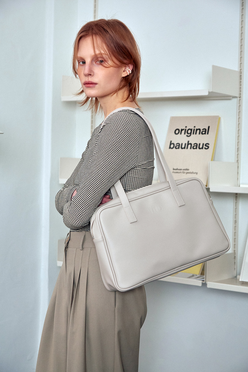 SISTER TRAPEZOID SHOULDER BAG (pale stone)